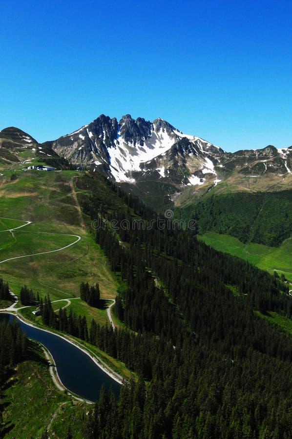 Oostenrijk: Deltaplaning boven de Zillertal-Vallei in Tirol royalty-vrije stock fotografie