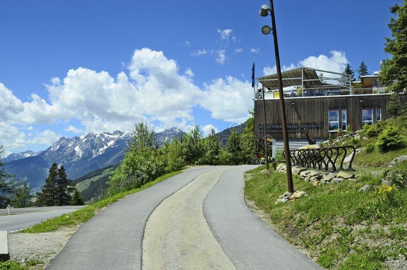 Oostenrijk, Tirol, bergweg stock foto's