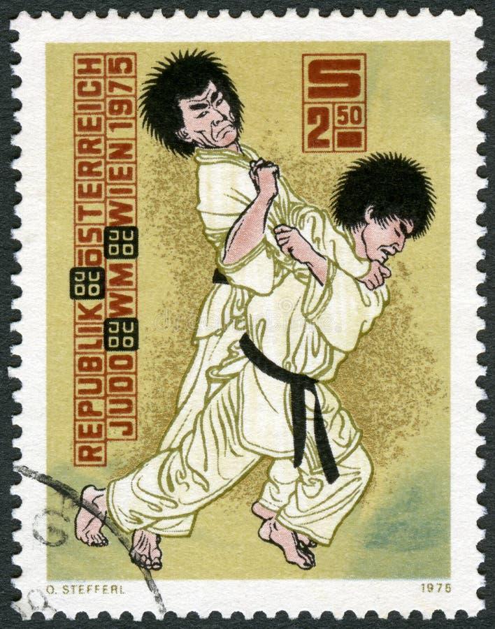 OOSTENRIJK - 1975: toont het Judo, de 10de Kampioenschappen Wenen van het Wereldjudo werpt royalty-vrije stock afbeeldingen