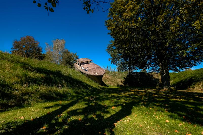 Oostenrijks Beeldhouwwerkenpark - Betonboot royalty-vrije stock foto's
