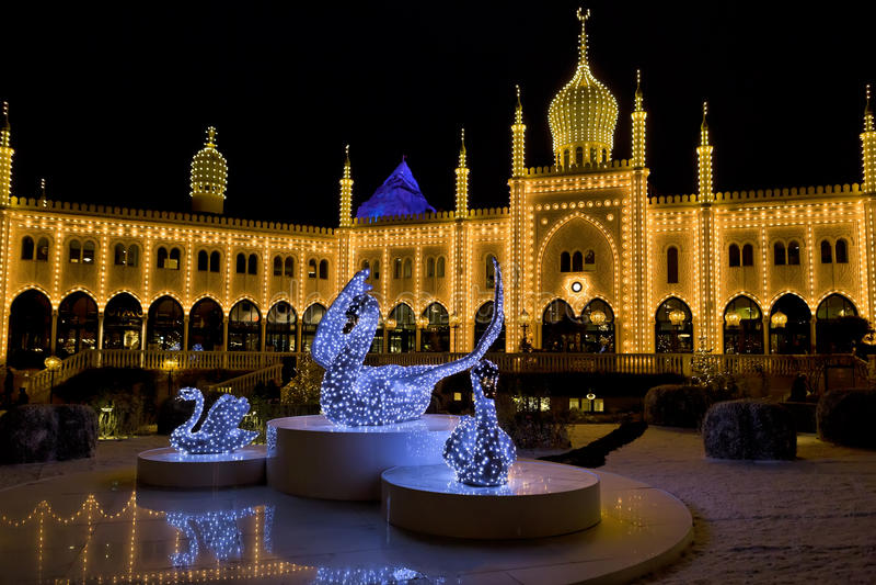 Oosters paleis 's nachts in Tivoli-Tuinen, Kopenhagen stock fotografie