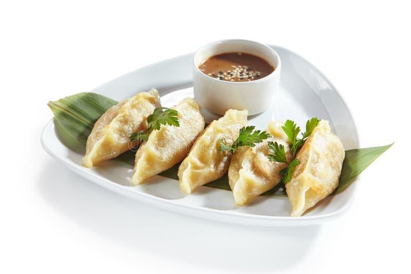 Oosterse Geïsoleerd Fried Dim Sum, Gyoza, Dim Sum of Jiaozi stock foto