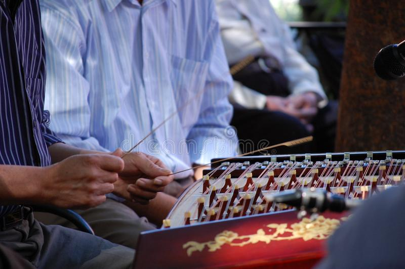 Oosterse muzikale instrumentendetails voor band stock fotografie