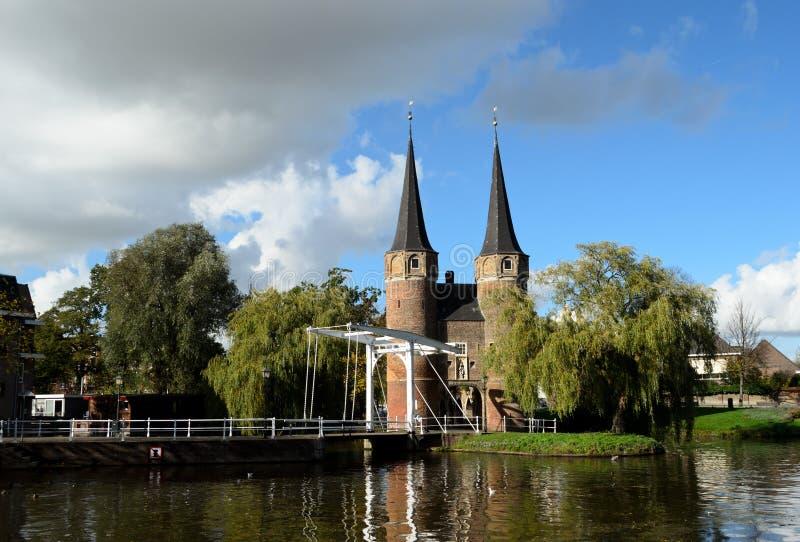Oostpoort i historisk delftfajans arkivbilder