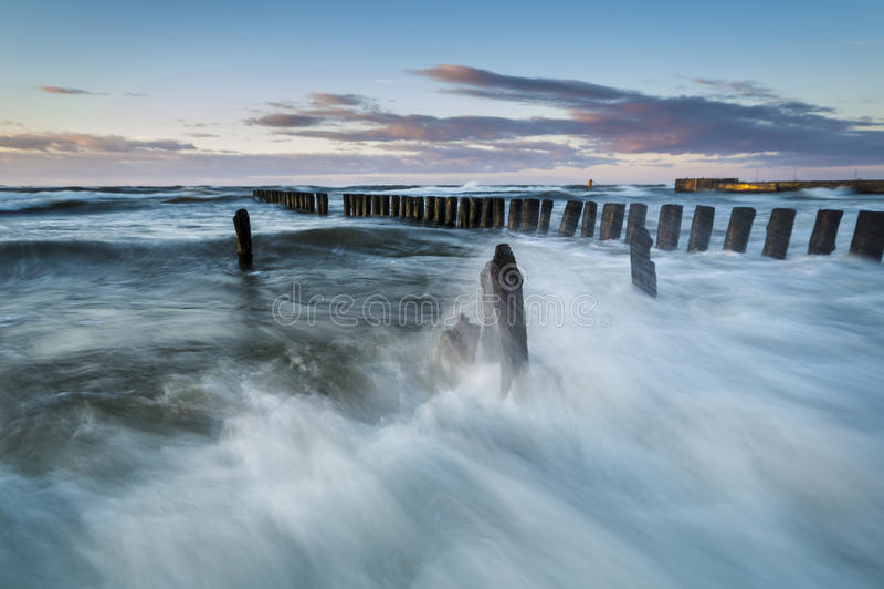 Oostzeekust tijdens een onweer royalty-vrije stock foto