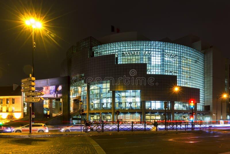 Opéra Batille la nuit photographie stock