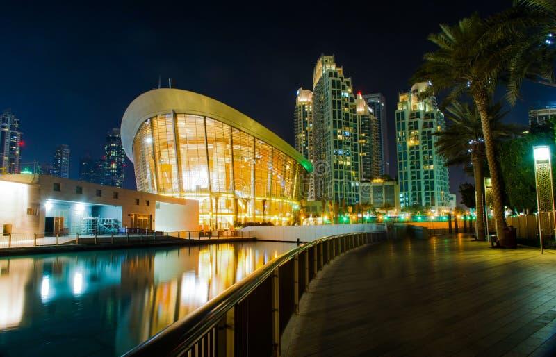 Opéra de Dubaï - vue de nuit photo stock