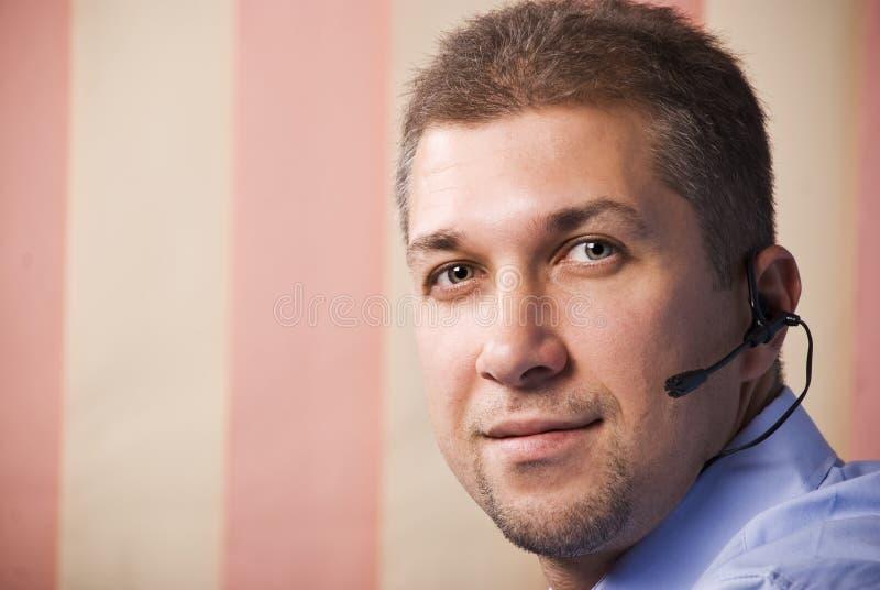 Opérateur d'homme de barbe avec l'écouteur photos libres de droits