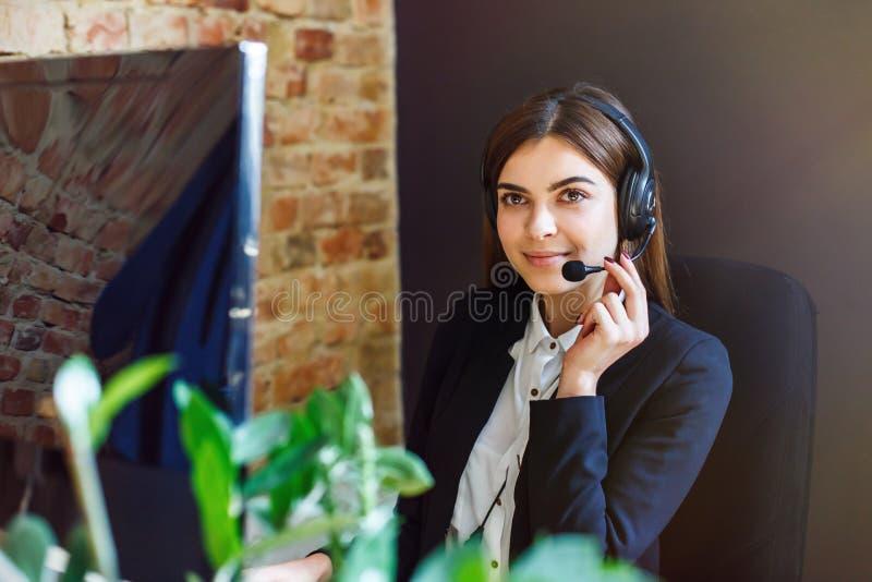Opérateur de Callcenter de femme images libres de droits