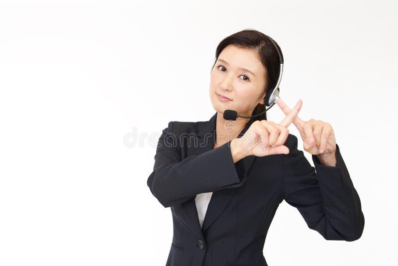 Opérateur de centre d'appels démontrant interdisant le geste images libres de droits