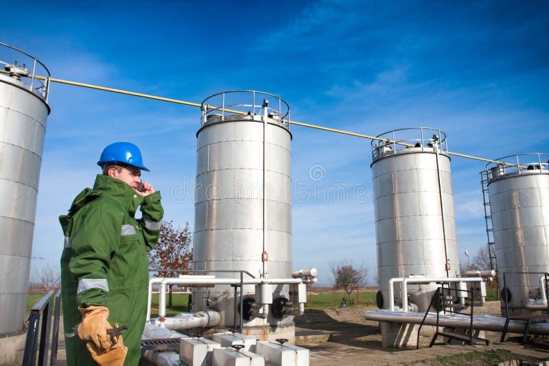 Opérateur de production de gaz photographie stock libre de droits
