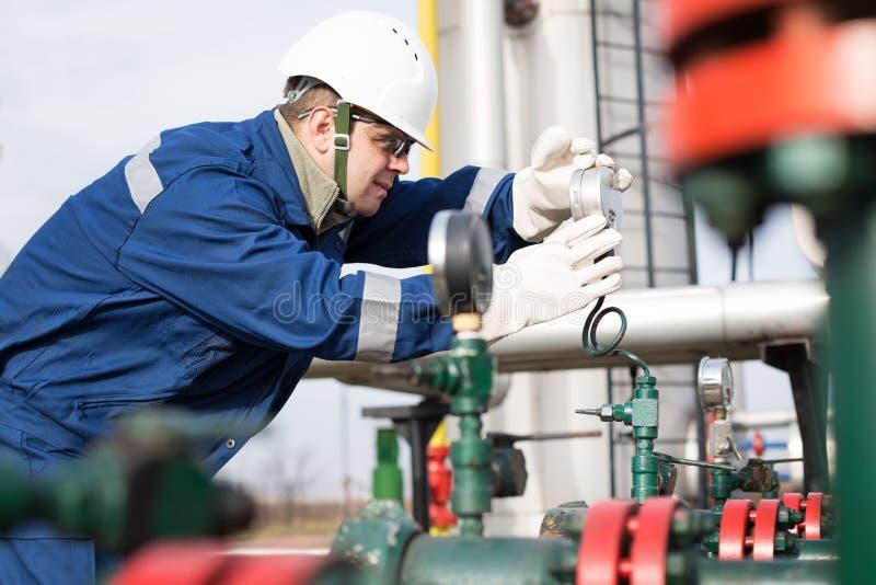 Opérateur de production de gaz image libre de droits