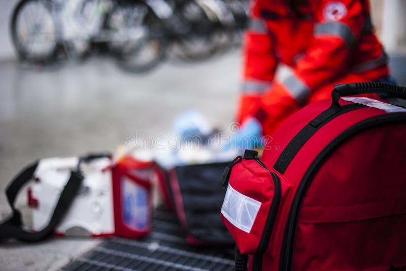 Opérateur de secours dans l'action photos stock