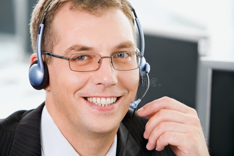 Opérateur de téléphone de sourire photographie stock