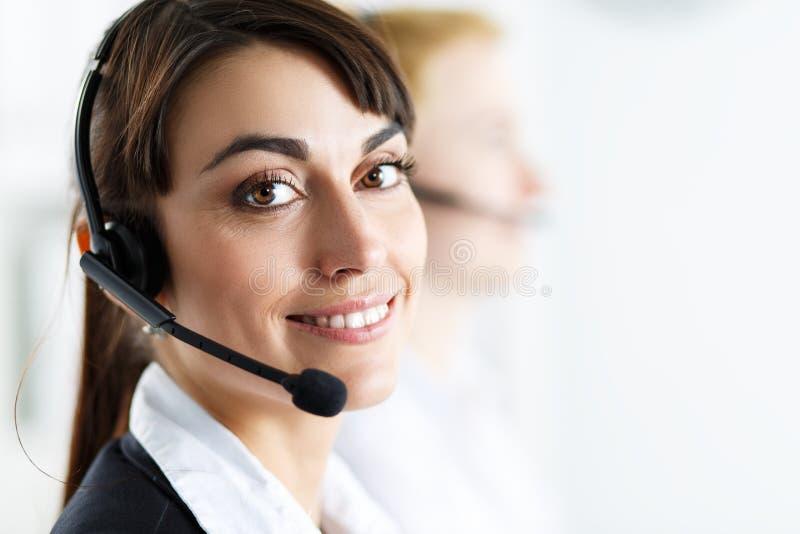 Opérateur féminin de service de centre d'appels photos libres de droits