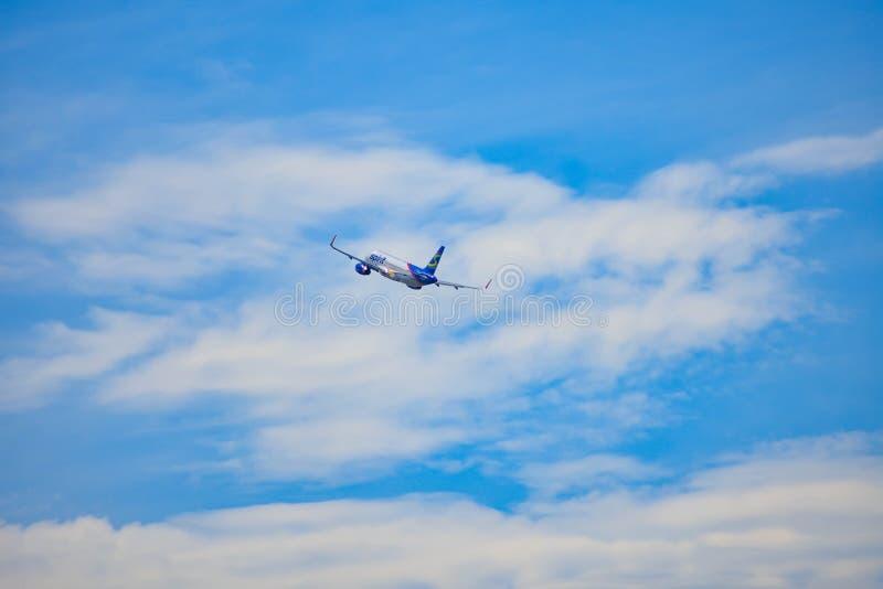 Opérations bancaires d'avions de Spirit Airlines laissées après le décollage d'Orlando International Airport chez Orlando Interna images libres de droits