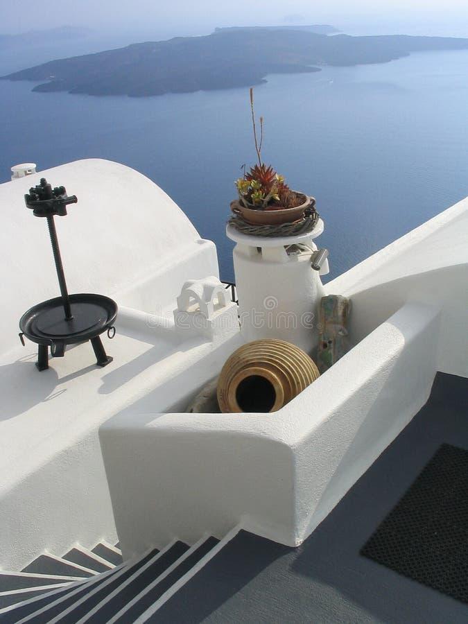 Opérations, vase, et murs blanchis. Santorini, Grèce images stock