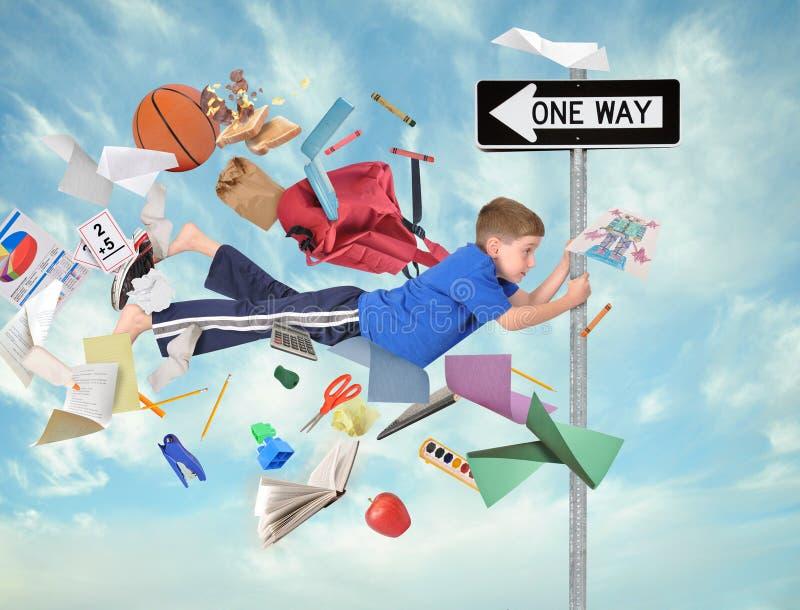 Opóźniony chłopiec latanie z Szkolnymi dostawami w pośpiechu fotografia royalty free
