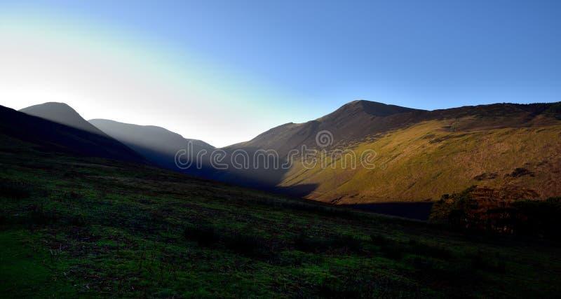 Opóźniony jesieni światło słoneczne na Grisedale szczupaku obraz stock