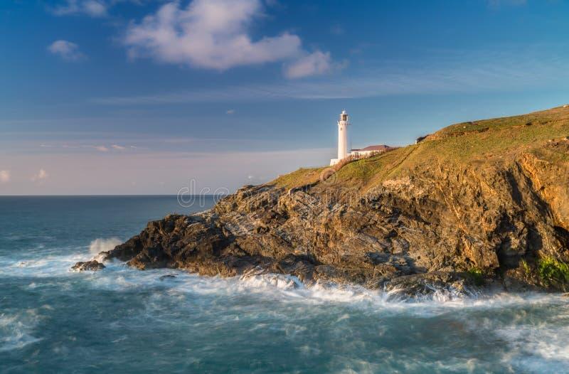 Opóźniony słońce i złoty światło, Trevose latarnia morska, Cornwall zdjęcia royalty free