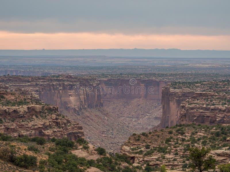 Opóźniony wieczór przy wyspą w niebie w Canyonlands parku narodowym obrazy stock