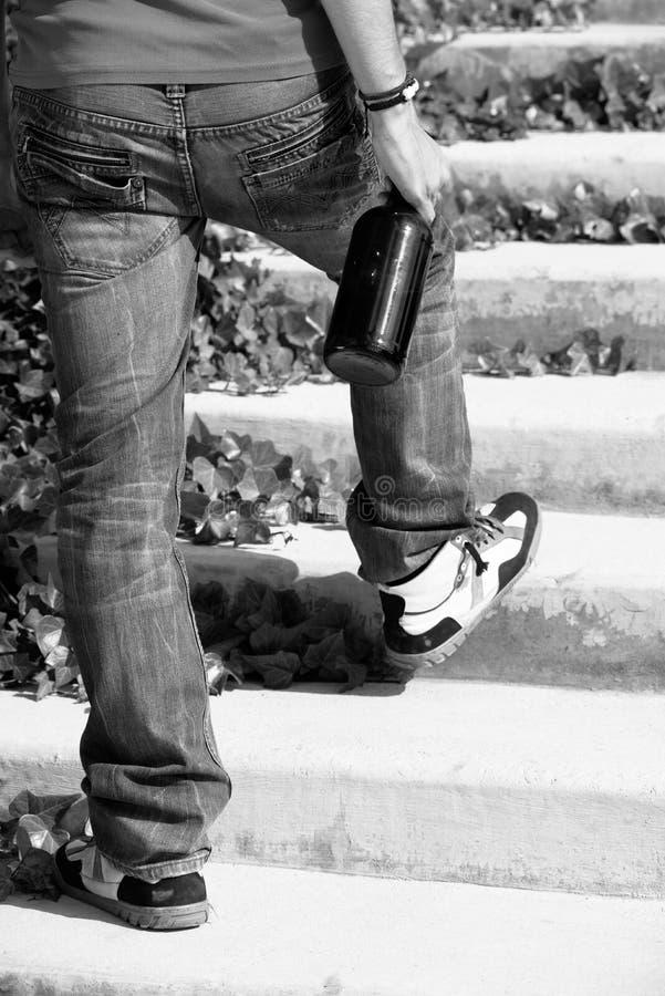 Opój chodzi w górę kroków zdjęcie royalty free