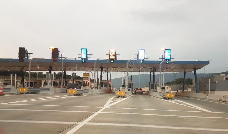 Opłaty drogowa stacja w popołudnia świetle w Ioania autostradzie Greece obrazy royalty free