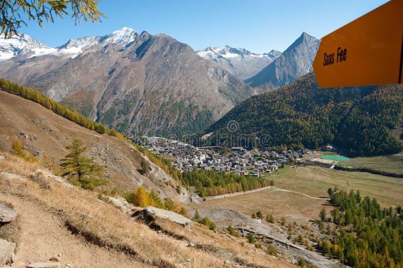 opłaty głównych saas saastal Switzerland wioska zdjęcie stock