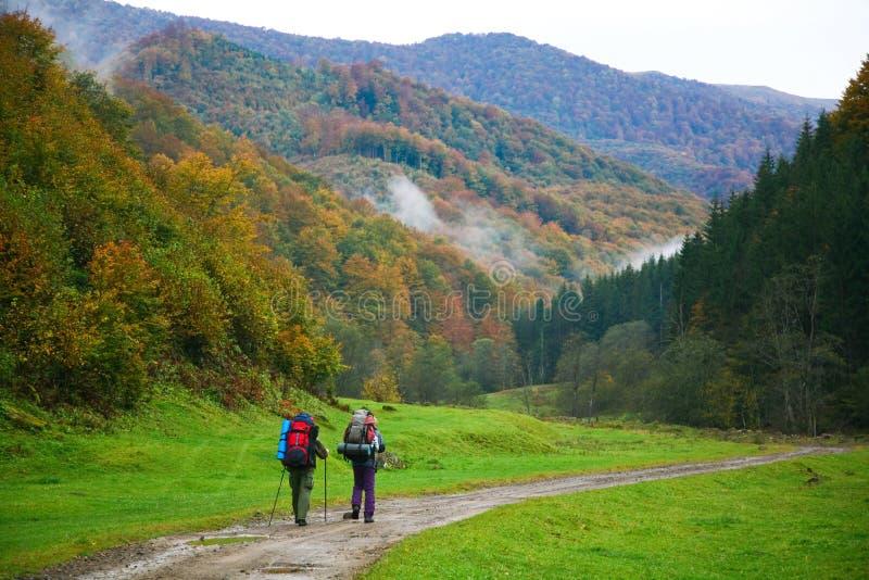 Op bergenweg royalty-vrije stock fotografie
