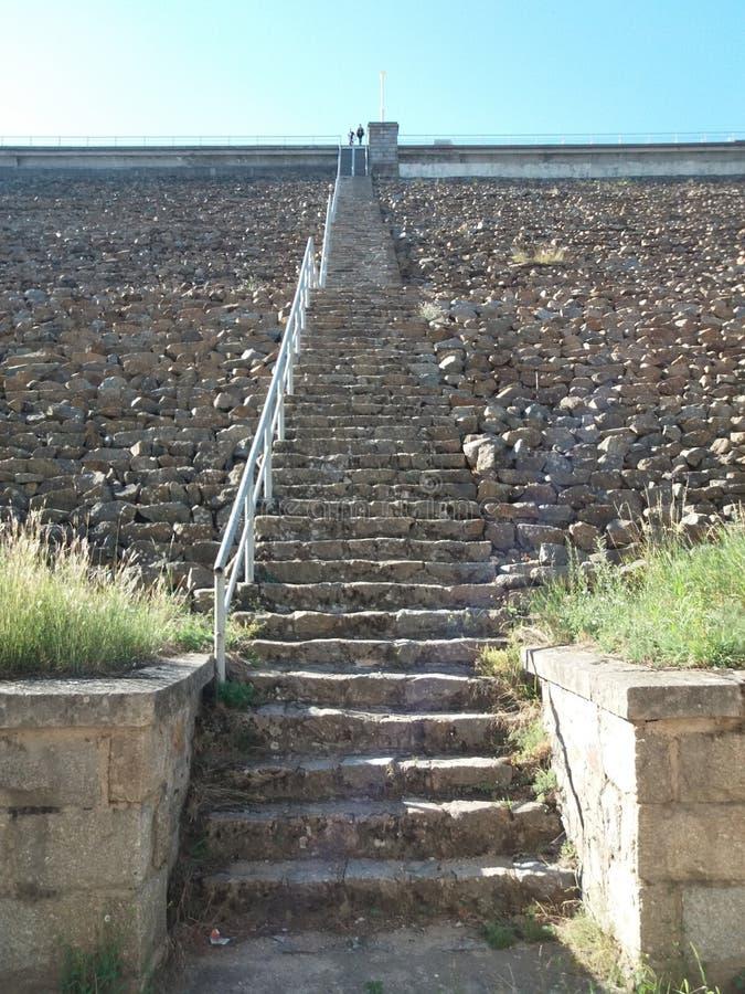 Download Op de bovenkant stock afbeelding. Afbeelding bestaande uit stairs - 107701465