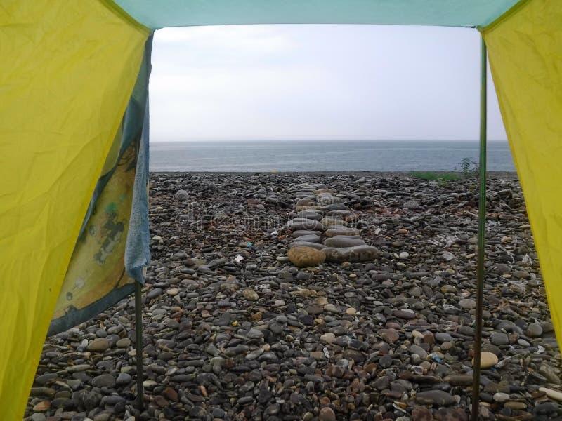 Op de kust van de Zwarte Zee vóór een onweersbui royalty-vrije stock afbeelding