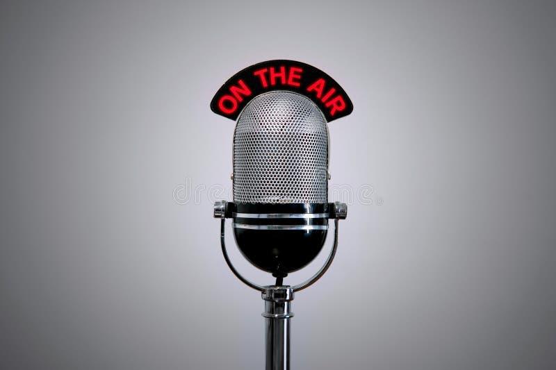 Op de Microfoon van de Lucht