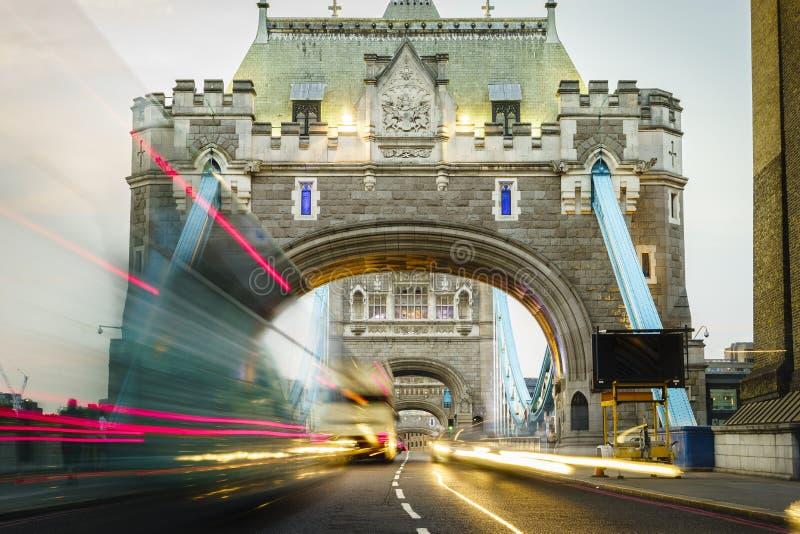 Op de Torenbrug van Londen stock foto's