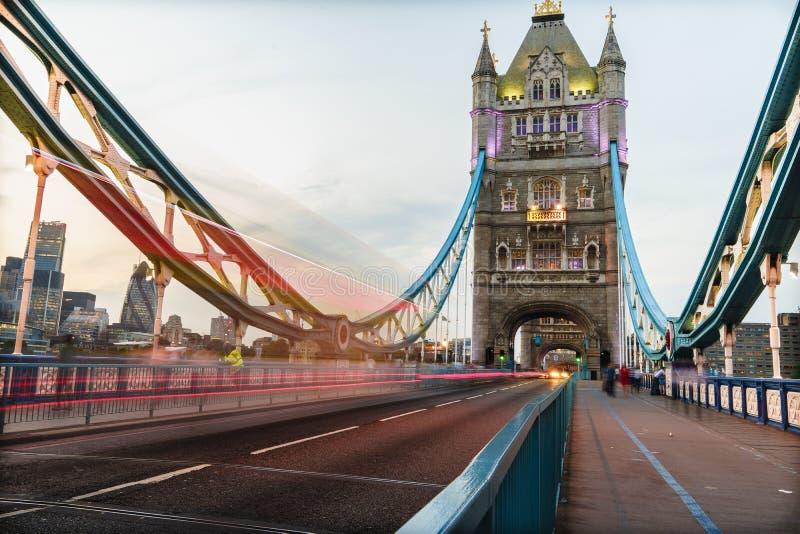 Op de Torenbrug van Londen stock fotografie
