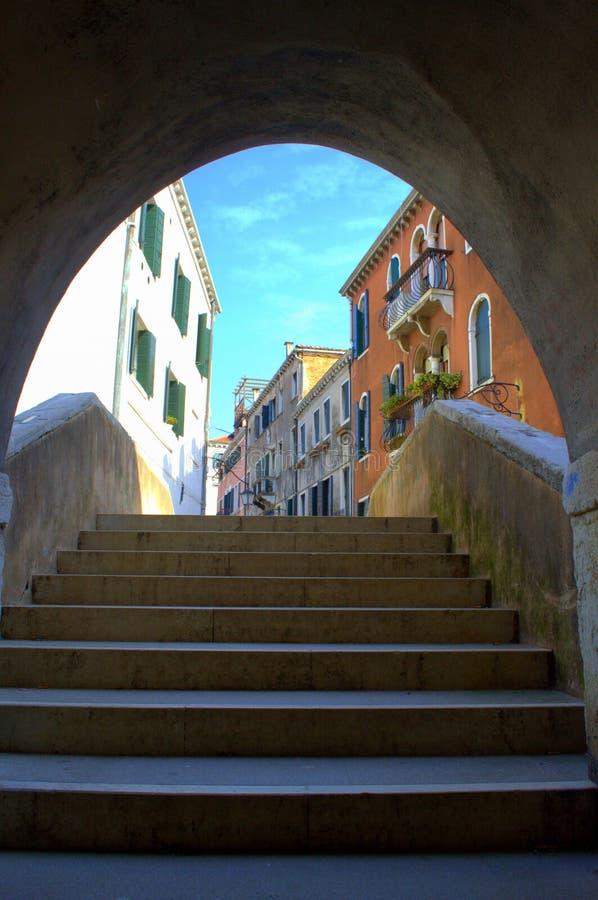 Op de treden in Venetië royalty-vrije stock foto