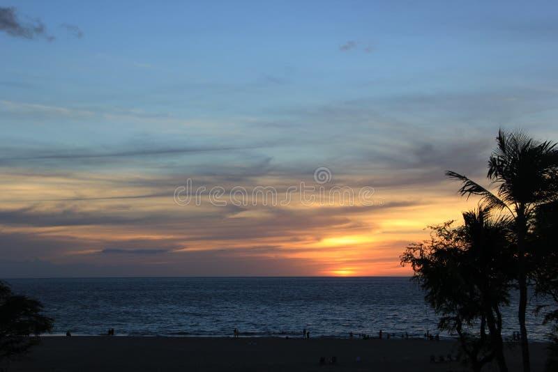 Op een strand Overzees het zand schommelt de aard van Hawaï Zonnige dag royalty-vrije stock afbeelding