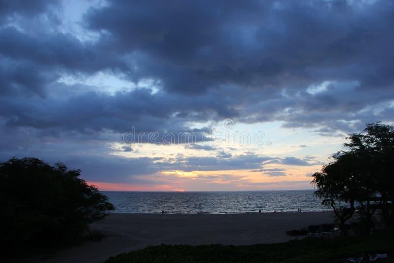 Op een strand Overzees het zand schommelt de aard van Hawaï Zonnige dag royalty-vrije stock fotografie