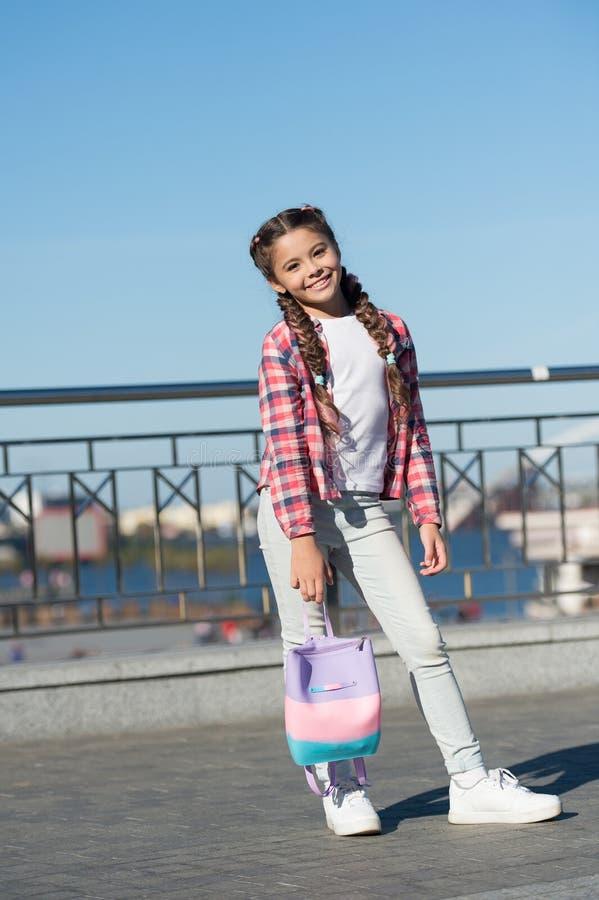 Op??es do lazer Tempo livre e lazer Fundo urbano da menina Atividades para adolescentes f?rias e lazer weekend imagens de stock