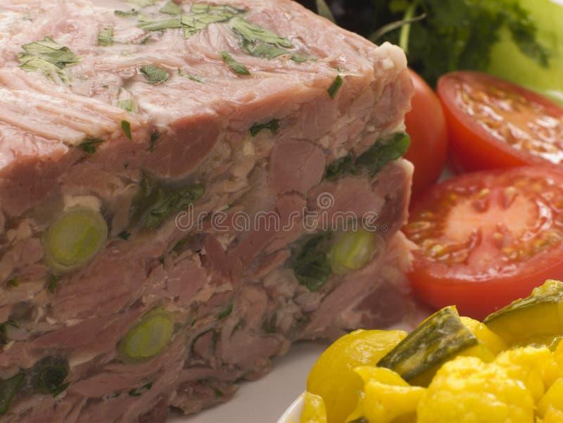 Op gelei gezette Gerookt ham en Prei Terrine met Piccalilly royalty-vrije stock afbeeldingen