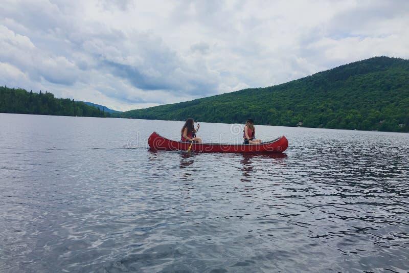 Op het meer deze zomer stock foto's