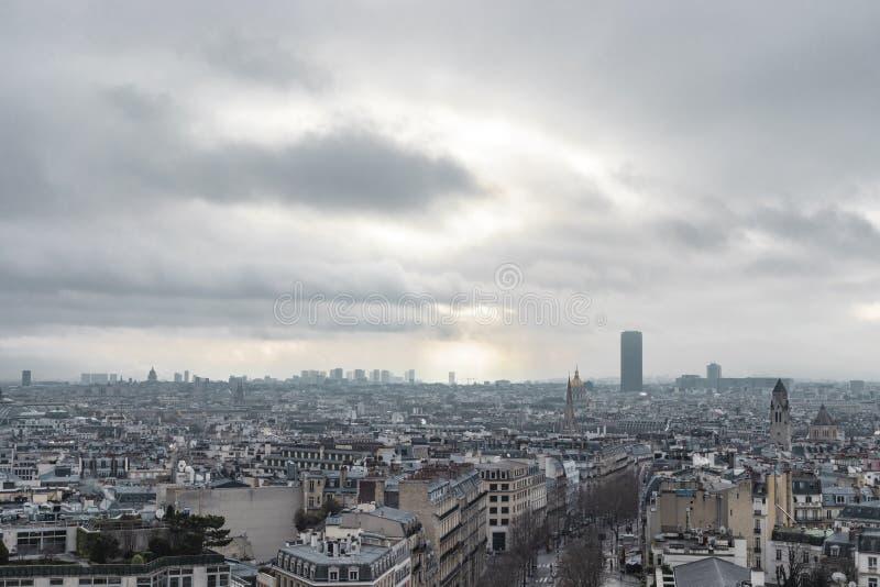 Op Hoog Stadslandschap van Parijs stock afbeelding