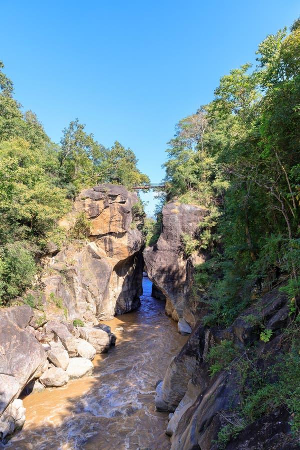 Op Luang park narodowy z Mae Chaem rzeką i jar falezą obraz stock