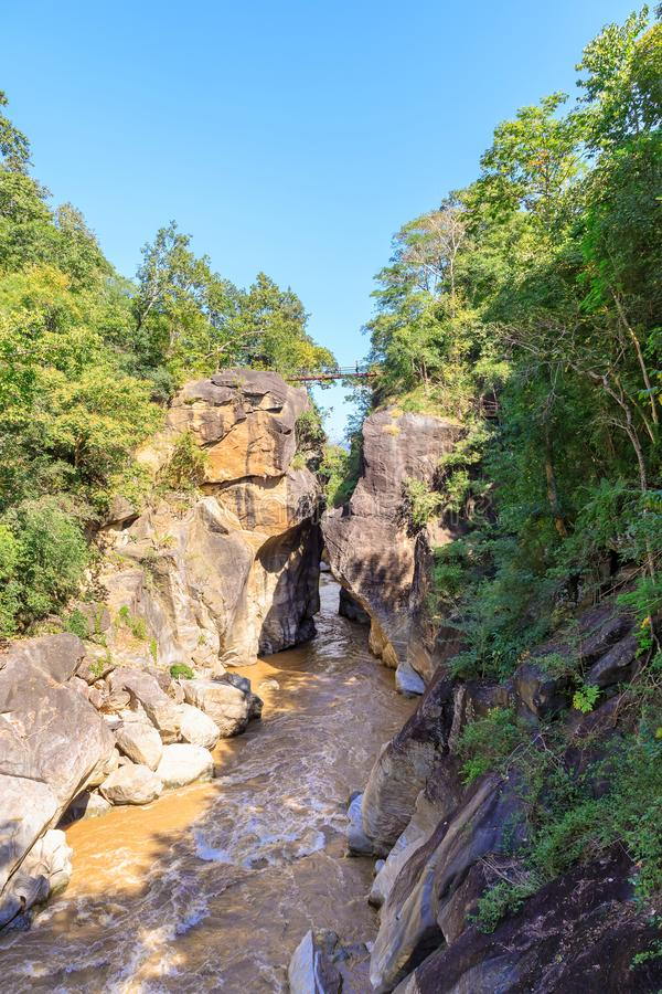 Op Luang park narodowy z Mae Chaem rzeką i jar falezą zdjęcie royalty free