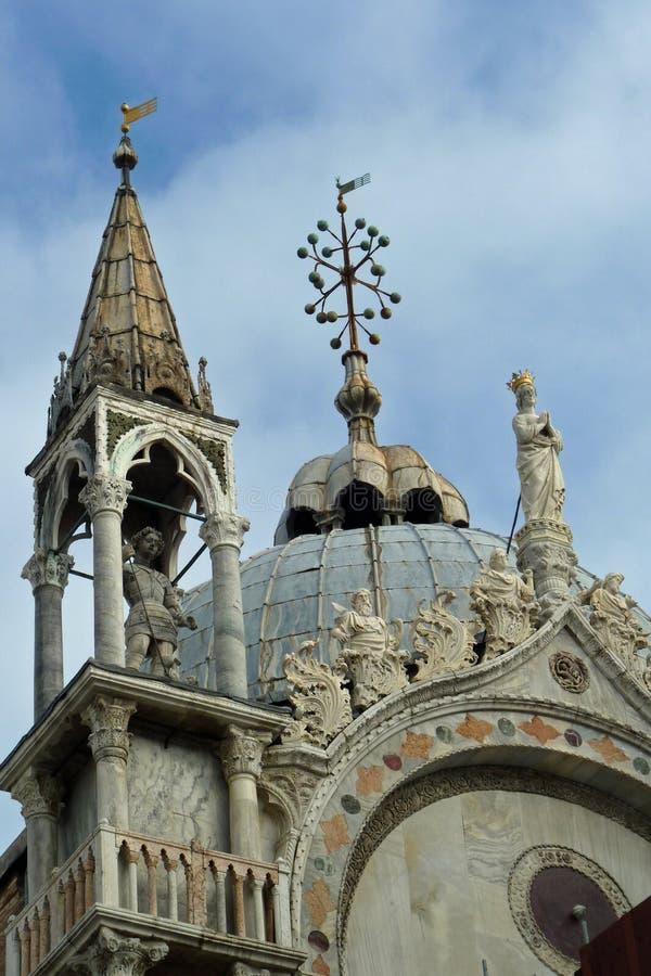 Op op het Dak van de Basiliek van het Teken van Heilige stock afbeeldingen
