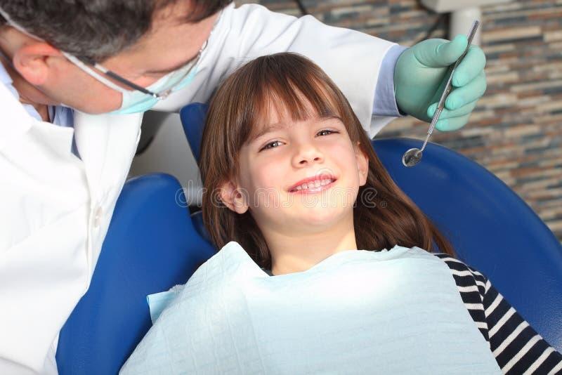 Op tandartskantoor royalty-vrije stock afbeelding