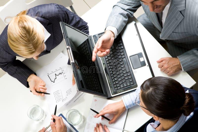 Op vergadering