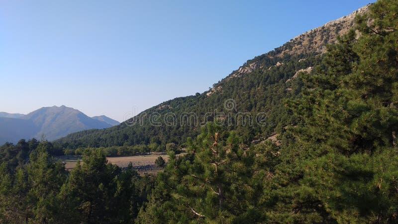 Op weg naar de top in de berg royalty-vrije stock afbeelding