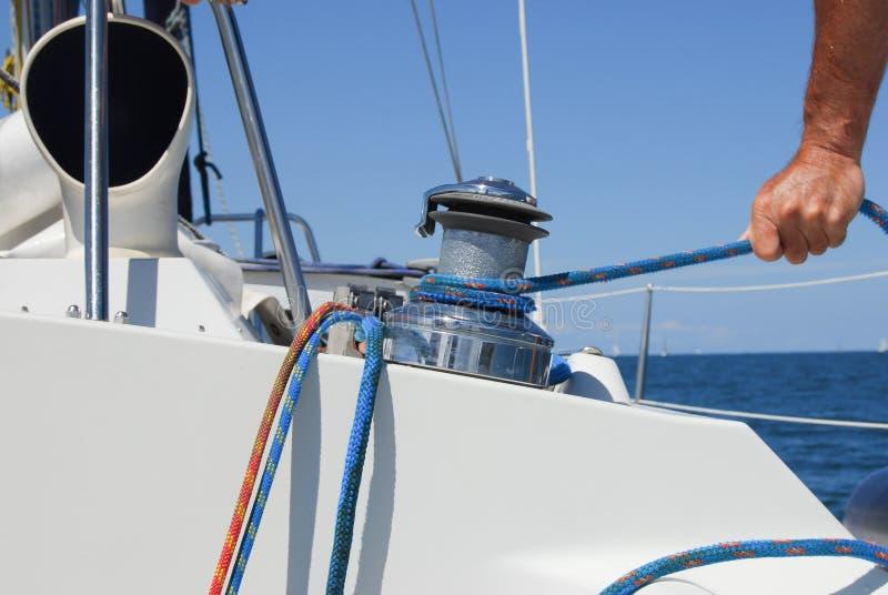 op zeilboot op overzeese Veiligheid en detail van het de kabeljacht van het verzekeringsconcept het zeevaart stock afbeeldingen