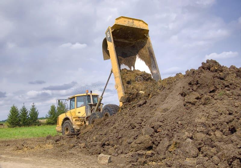 Op zwaar werk berekende stortplaatsvrachtwagen royalty-vrije stock fotografie