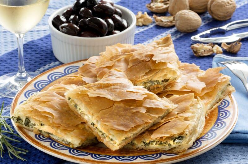OPA! Spanakopita - griechische Spinats-Torte stockbild